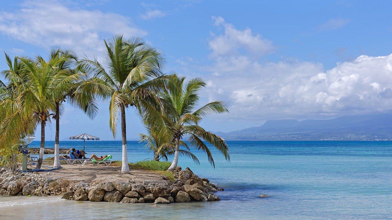 Location voiture Martinique aeroport : 5 raisons de voyager avec une voiture de location