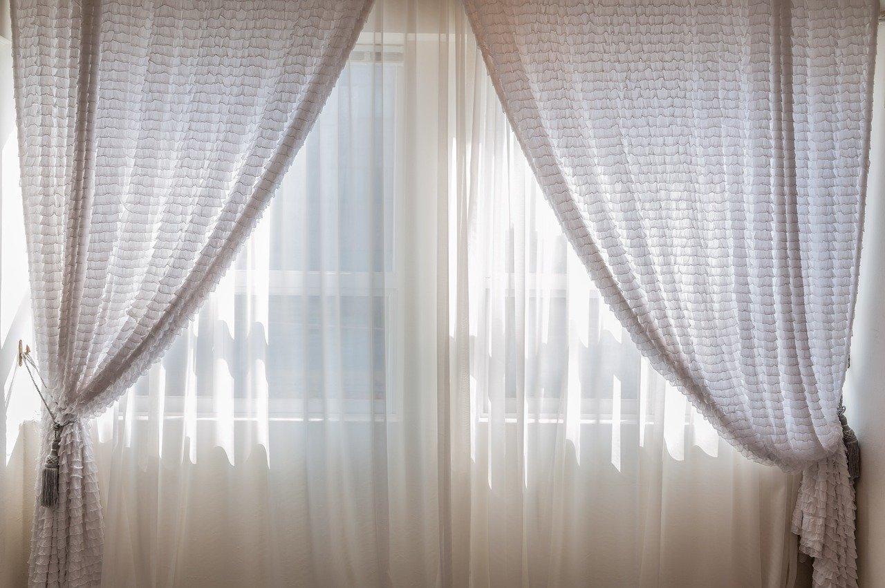 Rideau phonique : Les rideaux phoniques fonctionnent-ils vraiment suffisamment bien ?