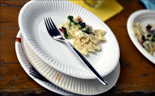 Adopter les vaisselles jetables pour innover au vert l'art de la table