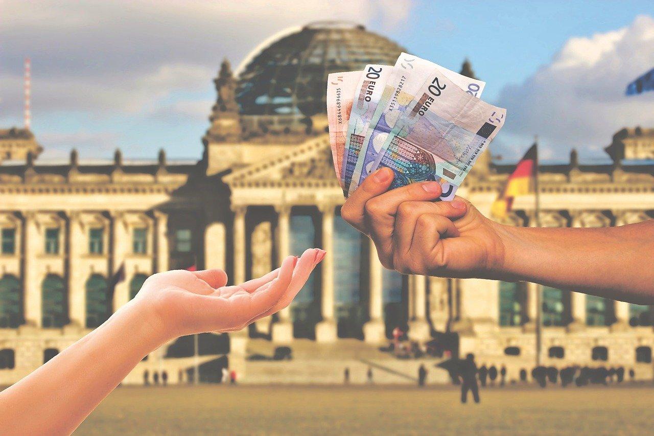 Faut-il utiliser la conversion des devises à l'aéroport ?